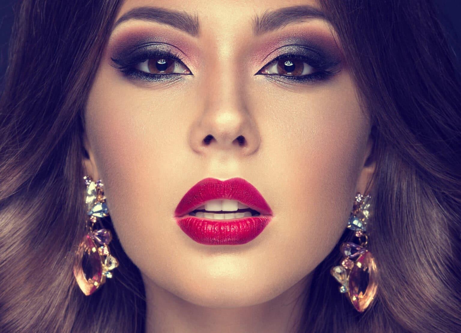 arabische Frau rote Lippen