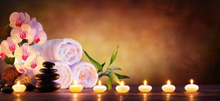 Kerzen und Handtücher rosa